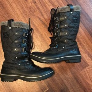 Sorel Women's weather proof boots. EUC